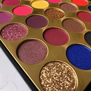 "🔥LaShaé Beauty ""Stay Glam"" Eyeshadow Palette🔥"